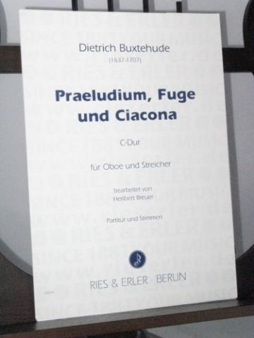 Buxtehude D - Praeludium, Fuge und Ciacona in C for Oboe & Strings arr Breuer H